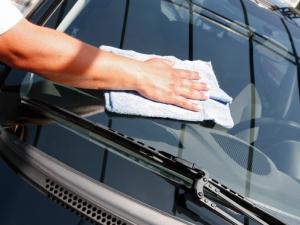 чистить салон автомобиля