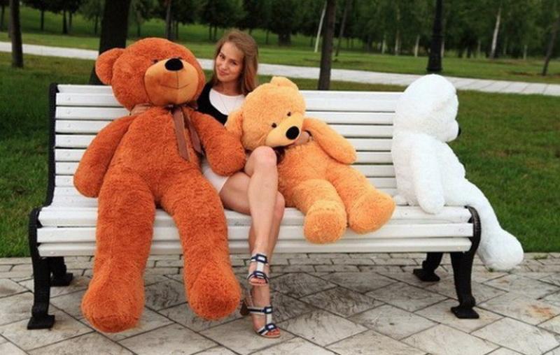 Большой плюшевый медведь - подарок на все случаи жизни