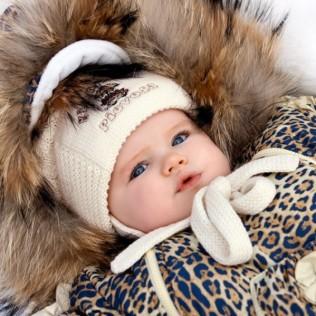 теплые вещи и комбинезоны для детей