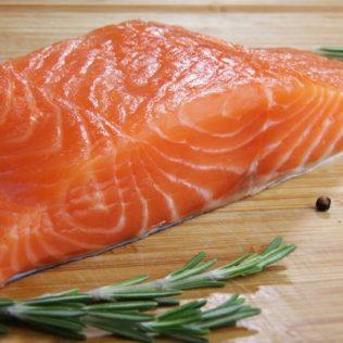 Не знаете где можно лосося купить в СПб? Мы подскажем!